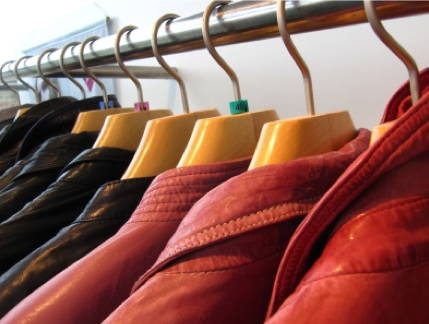 Gut sortierte Kleiderschränke bei Männer